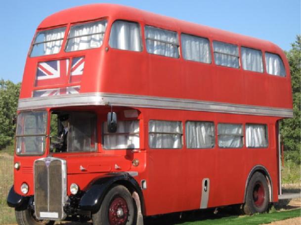 Dormir dans un bus rouge anglais dans le var for Dans quel sens dormir