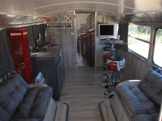 dormir dans un bus rouge anglais dans le varle blog du tourisme insolite. Black Bedroom Furniture Sets. Home Design Ideas