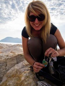 Bien contente de déposer mon travel bug à Toulon! Crédit photo: Maxime Baude