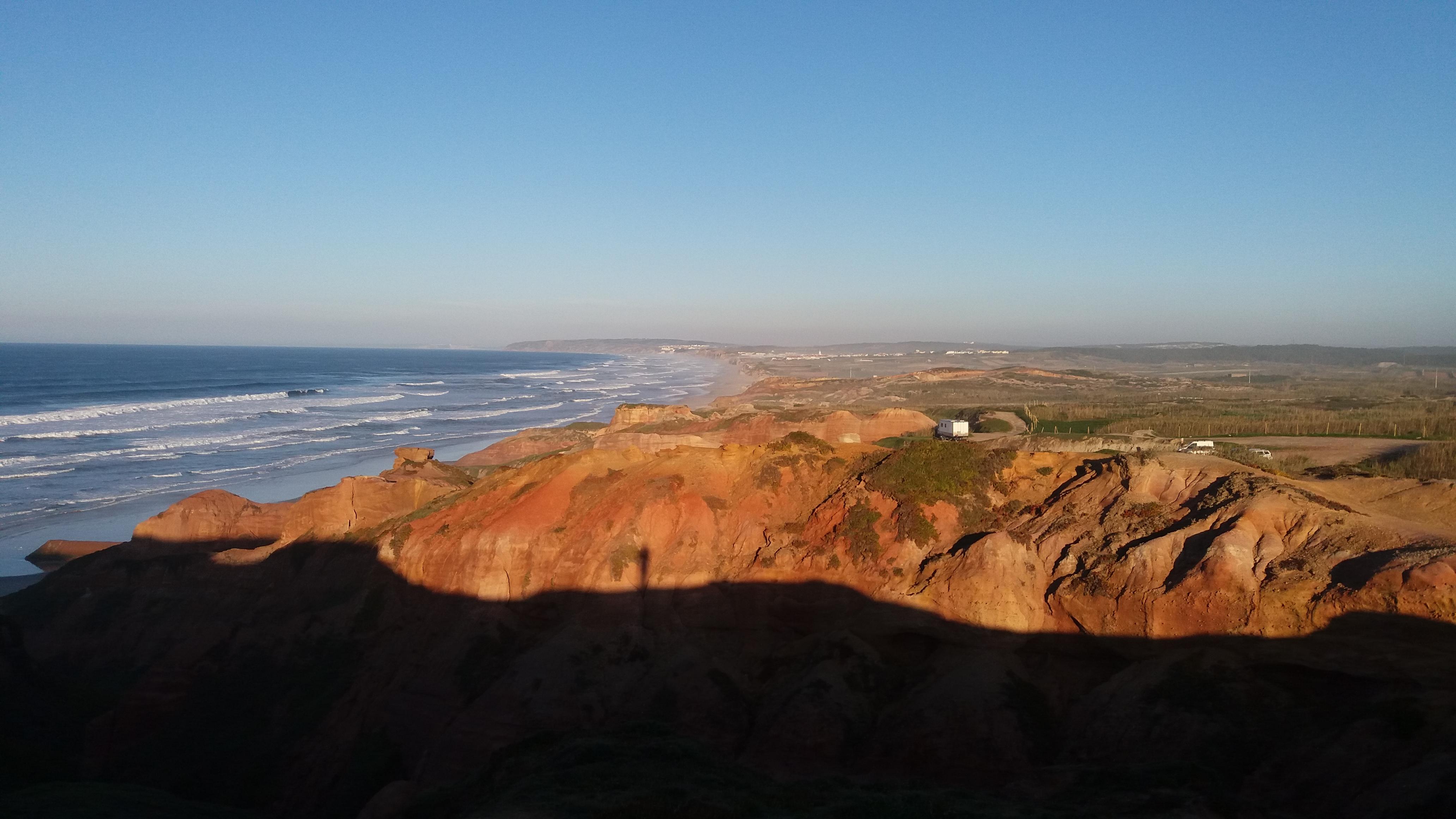 Les sublimes plages portugaises... Le point blanc c'est le camion! Une sacrée vue au réveil...