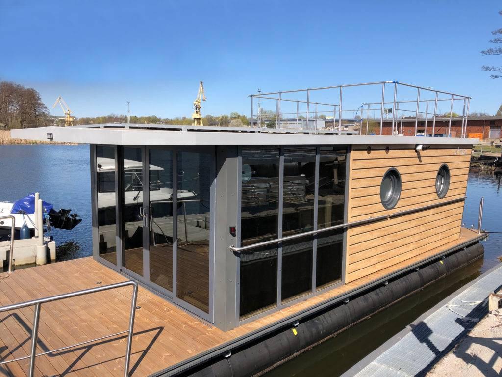 Maison bateau en bord de mer